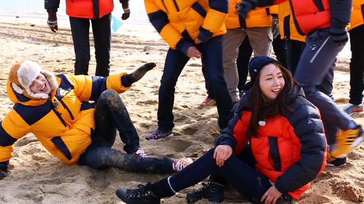 Là ngôi sao nữ hạng A nhưng Choi Ji Woo vẫn nhiệt tình hết mình với các trò chơi.