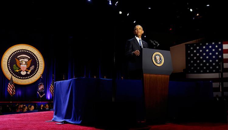 """Trong phần nói về ba thành tựu lớn đã đạt được, những tràn pháo tay không ngớp và lời đề nghị: """"Thêm 4 năm nữa"""" liên tục được nhắc lại khiến Obama phải dừng bài diễn văn và nói: """"Tôi không thể làm vậy!"""""""