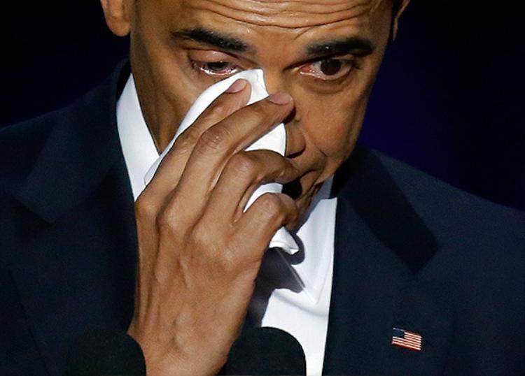"""Ông Obama gọi tên vợ trong nhịp điệu đứt quãng, cực kì xúc động và nói: """"Trong 25 năm qua, em không chỉ là vợ, là mẹ các con anh mà còn là người bạn thân thiết của anh. Em tự nguyện đảm nhận những trọng trách mình không được yêu cầu và làm chúng với sự tao nhã, phong cách và tính hài hước riêng"""" - Ông khẳng đinh bà không chỉ là vợ mà còn là người bạn thân thiết nhất của ông."""