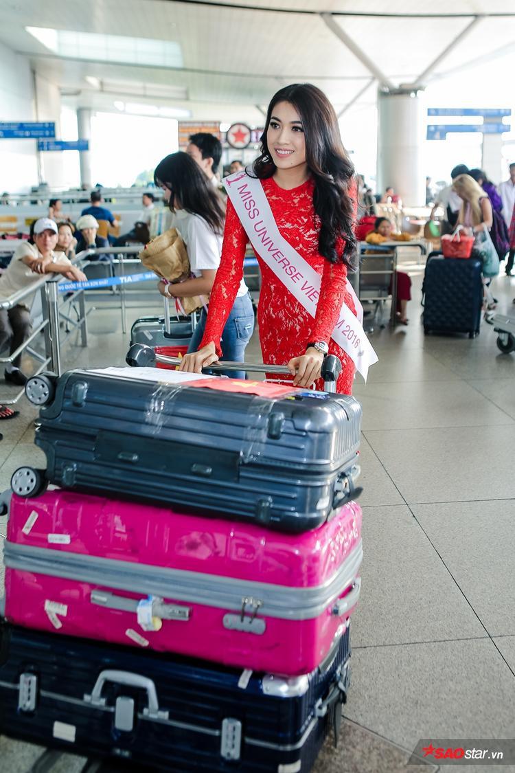 Giống như những đại diện Việt Nam trước đó, Lệ Hằng mang rất nhiều đồ dùng, trang phục cần thiết cho cuộc thi.