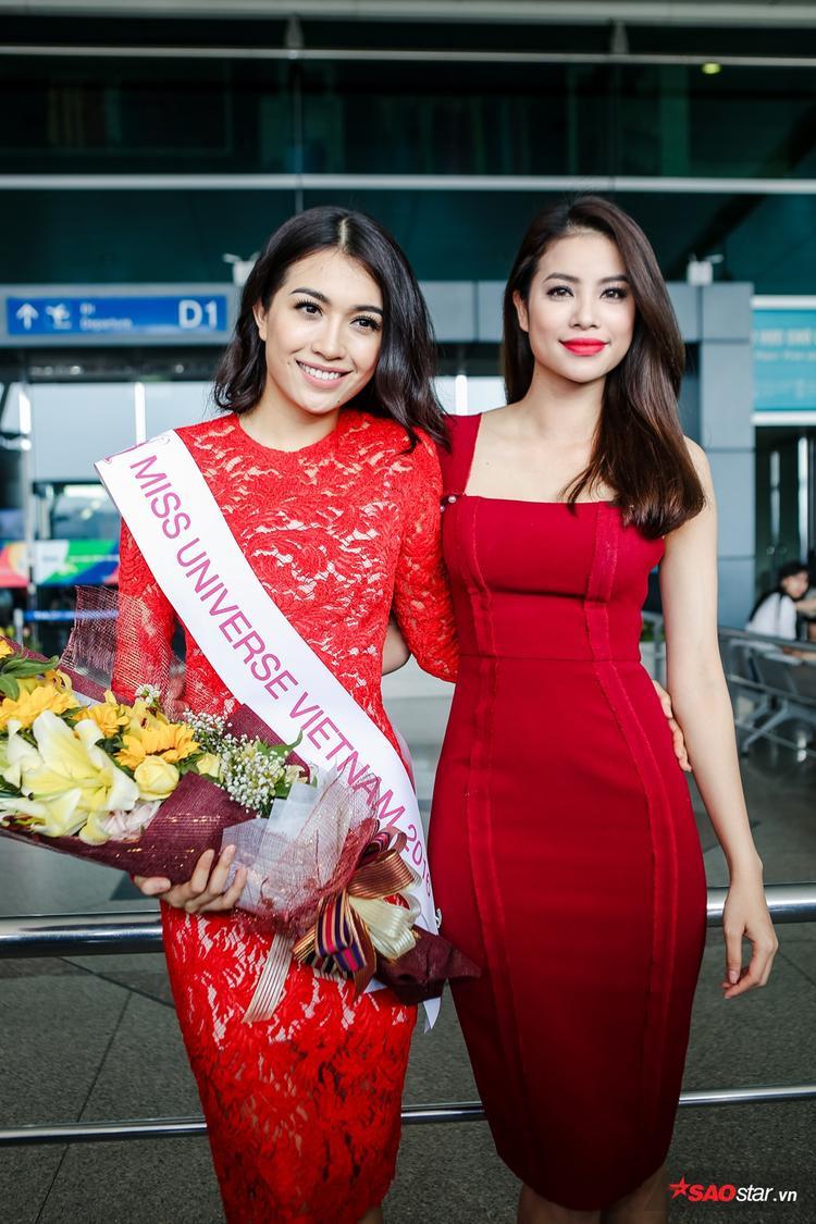 """Đến tiễn """"đàn em"""" lên đường tham dự Miss Universe 2016 còn có sự xuất hiện của Phạm Hương."""