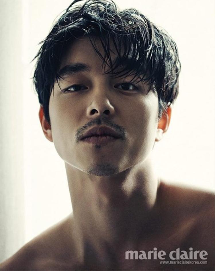 """""""Soái ca"""" Gong Yoo sở hữu khuôn mặt vô cùng nam tính cùng vóc dáng nóng bỏng."""