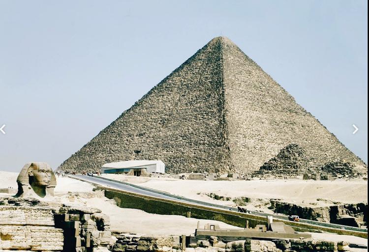 Kim tự tháp Ai Cập hiện lên qua góc ảnh của Vinh Lê.