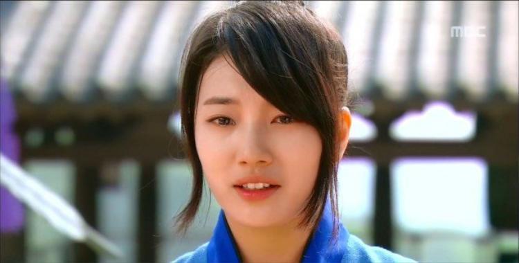 """Cựu thành viên Miss A Suzy từng gây choáng khi thông báo mình bị trầm cảm trên một kênh truyền hình vào năm 2013: """"Đó là khoảng thời gian quá khủng khiếp. Tôi không muốn nói chuyện với bất cứ ai. Thậm chí, tôi nghĩ mình không thể sống thêm 1 ngày trong tình trạng đó""""."""