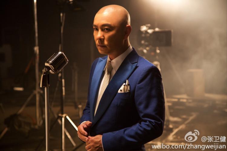 Trước khi đạt được thành công, Trương Vệ Kiện đã trải qua thời tuổi thơ khó khăn, phải đi làm thuê để kiếm sống.