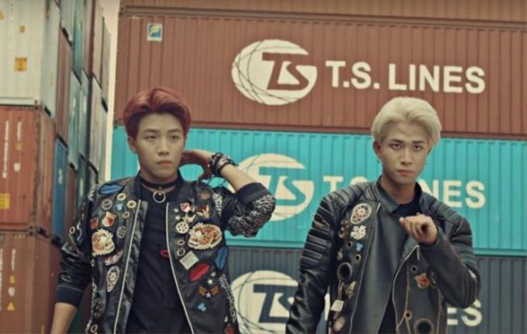 Trước đó, thành viên Toki (Uni5) cũng đeo choker trong MV debut của nhóm.