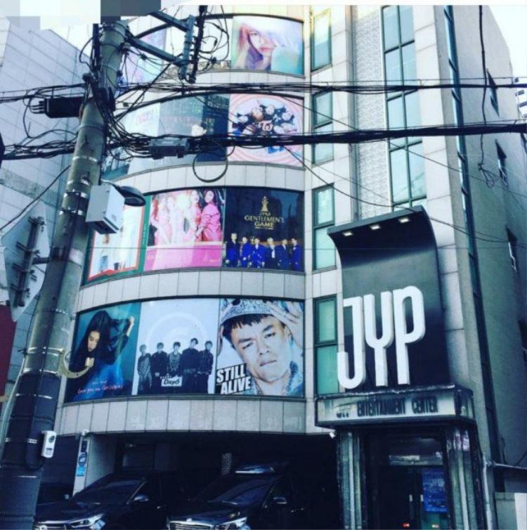 Hình ảnh mới nhất chụp tòa nhà JYP không có Wonder Girls.
