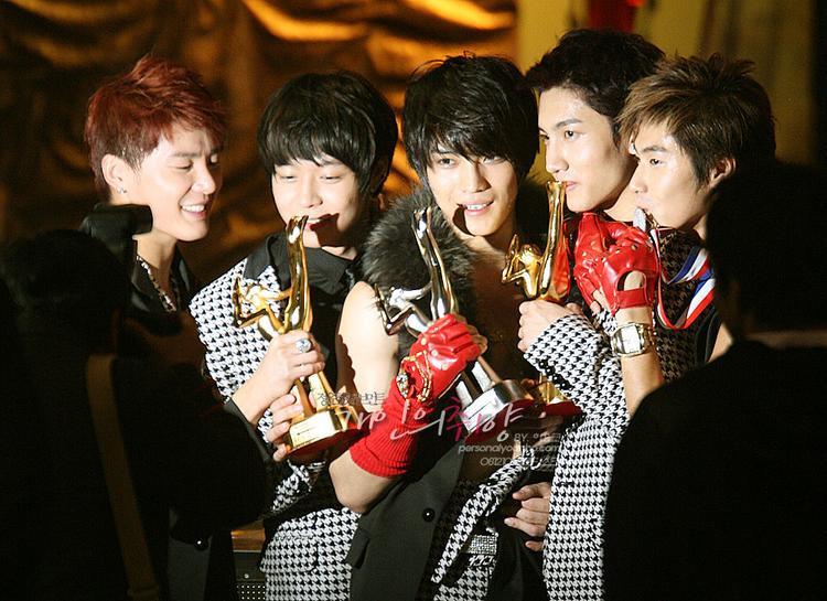 Jaejoong bất ngờ xuất hiện trên thảm đỏ Grammy Hàn: Sau 9 năm, chỉ còn 1 người lẻ bóng