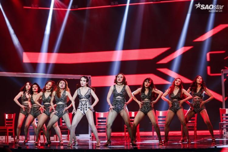 Mặc sự cố, Yến Trang vẫn có màn trình diễn ngoạn mục trên sân khấu Remix New Generation