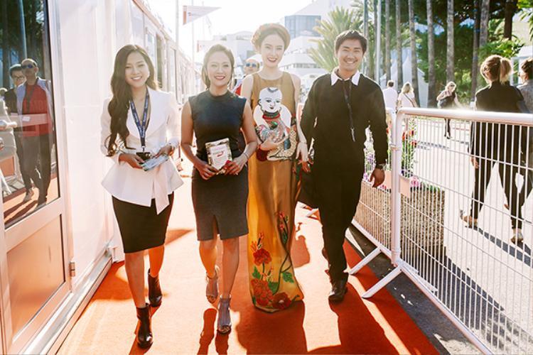 Giữa tháng 5/2016, Angela Phương Trinh gây sốt khi tỏa sáng trên thảm đỏ LHP Cannes.