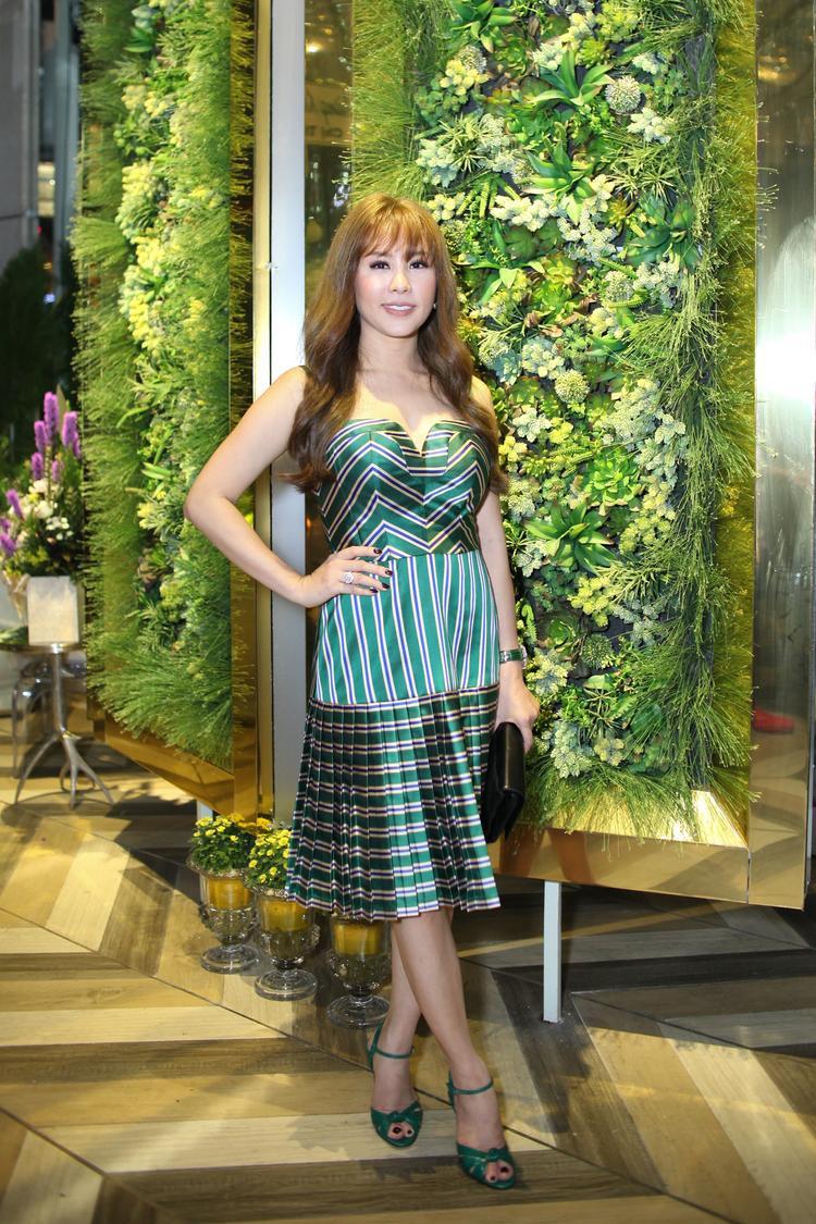 Hoa hậu Thu Hoài thu hút với mái tóc trẻ trung.