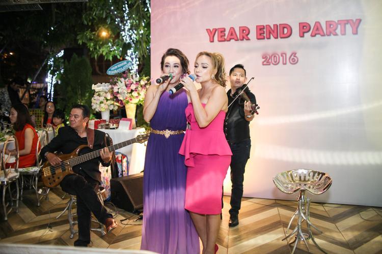 Bên cạnh đó, cặp bạn thân Kỳ Duyên - Thanh Hà cũng làm chủ cuộc chơi khi trình diễn loạt ca khúc ấn tượng tại sự kiện này.