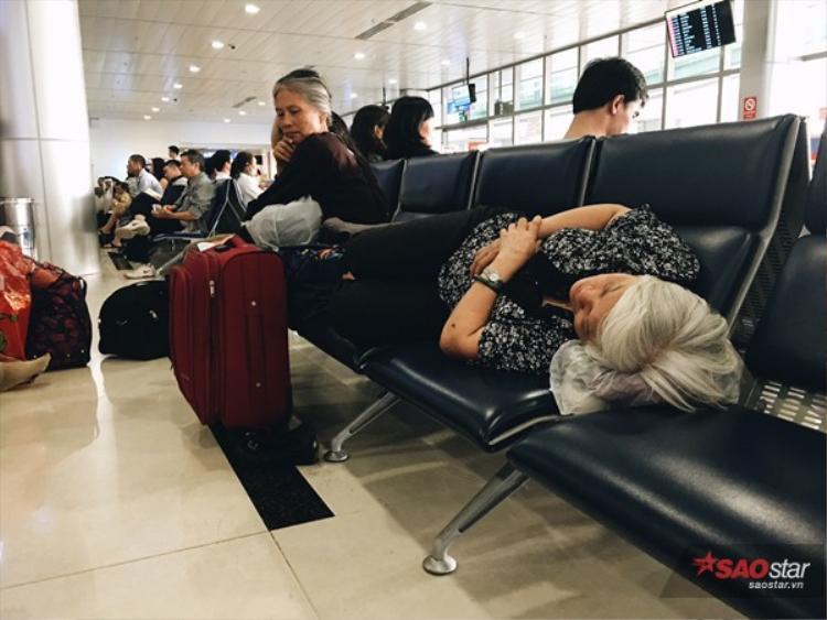 Khiến nhiều hành khách khác không có chỗ ngồi.
