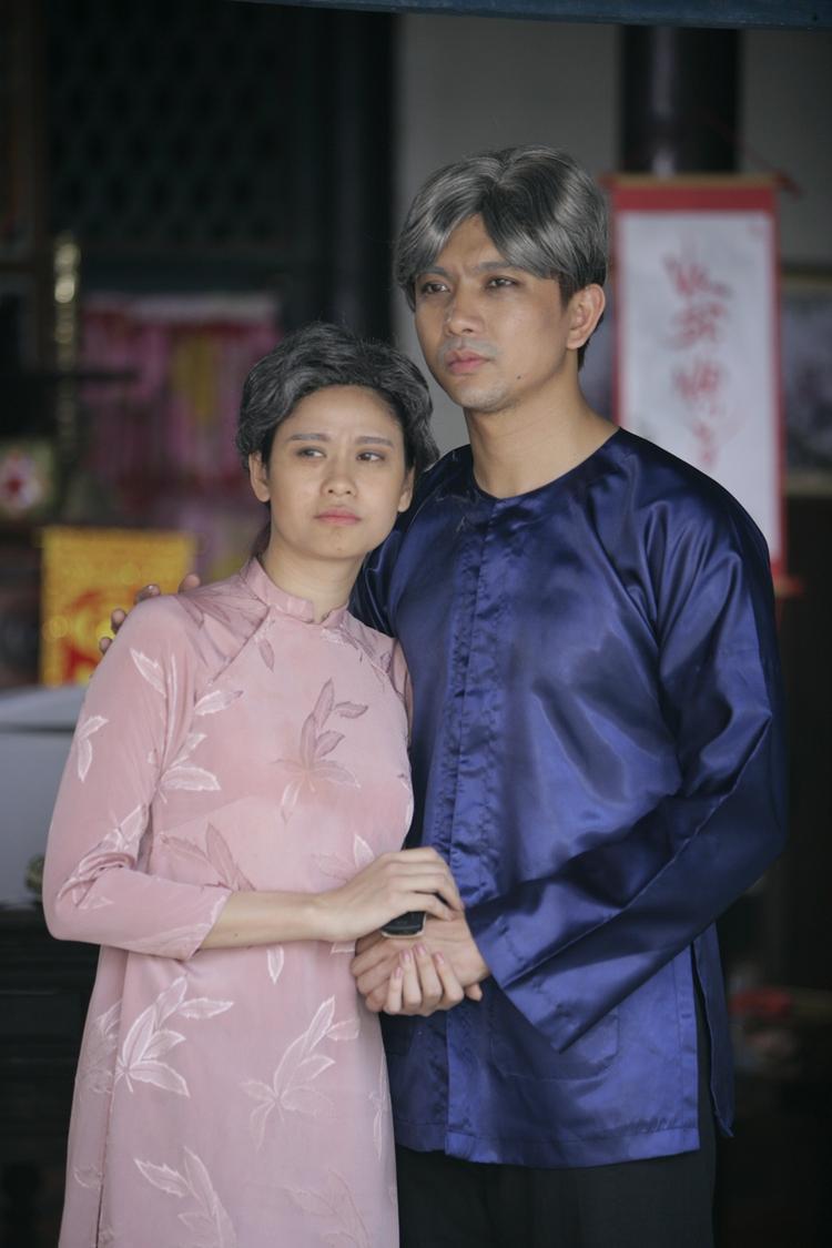 Đây là những cảnh quay hai vợ chồng già Tim - Trương Quỳnh Anh đang đợi con của mình quay về nhà ăn Tết sau một năm lập nghiệp ở phương xa. MV Tết nguyên đán dự kiến sẽ được ra mắt vào ngày 16/1/2017.