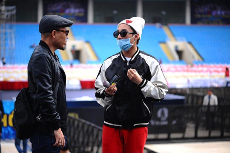Sau tất cả, Sơn Tùng M-TP vẫn lễ phép chào hỏi nhạc sĩ Huy Tuấn