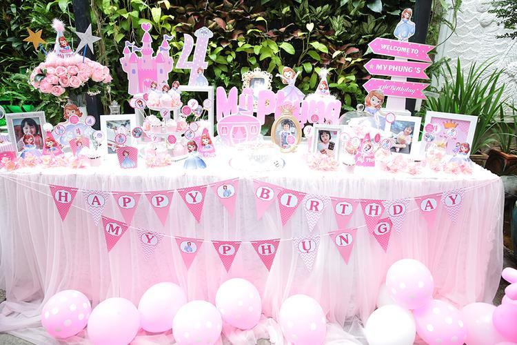 Một số hình ảnh không gian của bữa tiệc sinh nhật bé Múi do Ưng Đại Vệ chuẩn bị.