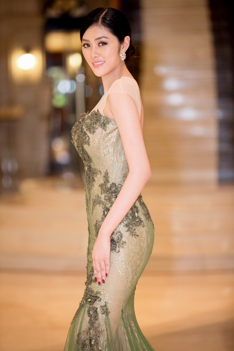 Huỳnh Tiên diện Hanbok, tự tin giao lưu cùng Miss Korea trên sân khấu
