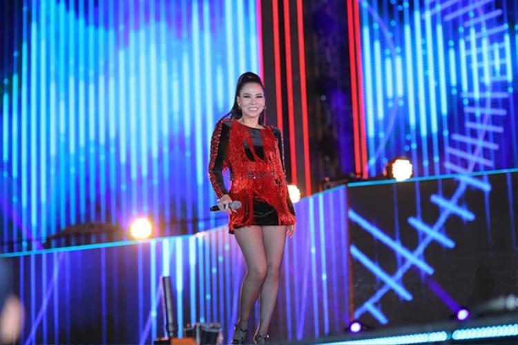 Nữ ca sĩ mang đến những ca khúc sôi động như Bay, Xinh, Just love…
