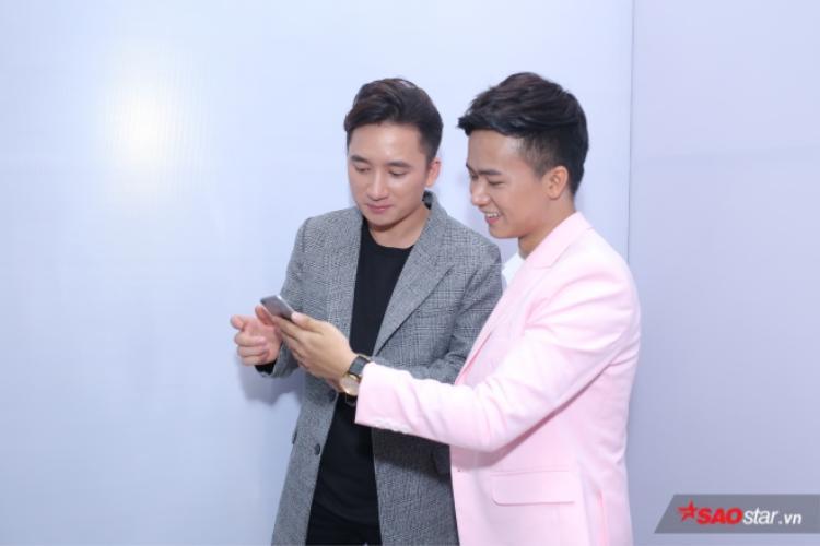 HLV Nguyễn Hải Phong tin rằng, cả 2 bài hát của Công Nam và Mạnh Quỳnh đều sẽ có đời sống riêng và sẽ chinh phục được khán giả.