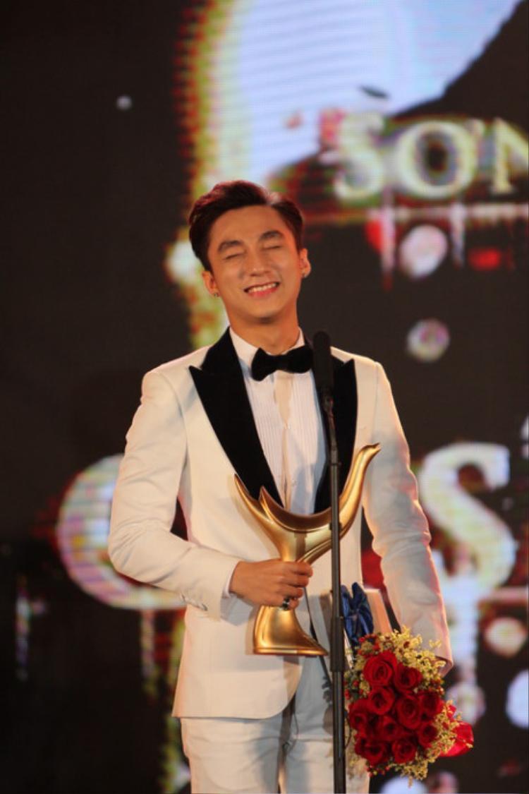 Sơn Tùng đã chiến thắng giải Ca sỹ của năm tại giải Cống hiến 2016