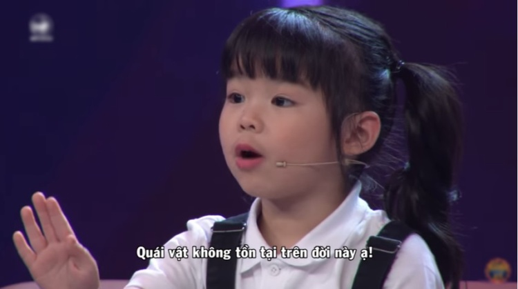 Không chỉ nói tiếng Anh, cô bé 5 tuổi này còn biểu cảm bằng động tác