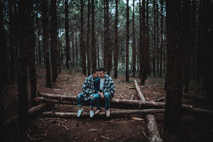 """Cư dân mạng không khỏi """"tan chảy"""" trước tình yêu lãng mạn của cặp đôi."""