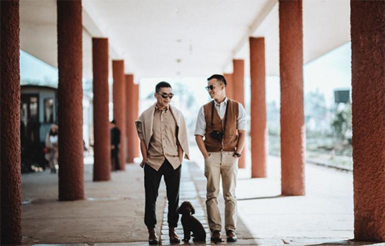 Nhân chuyến về thăm quê ngoại, Adrian Anh Tuấn và Sơn Đoàn cùng thực hiện bộ ảnh đặc biệt tại đây.