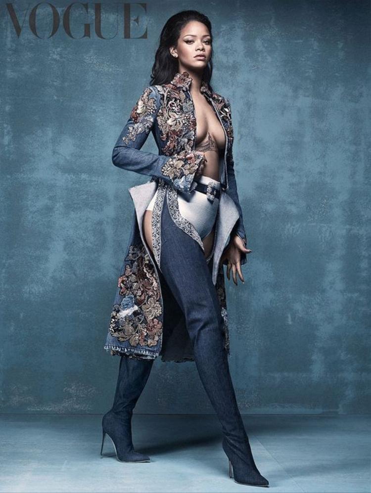 Sự nghiệp thiết kế thời trang của Rihanna ngày càng chạm mức đỉnh cao và lần mới nhất này cô đã hợp tác cùng Manolo Blahnik cho ra BST giày cao gót.