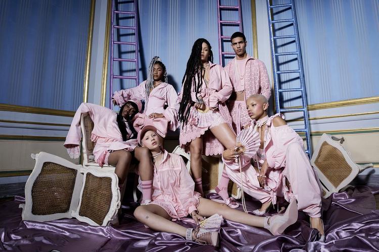 Cận cảnh những đôi giày on web khiến dân tình nháo nhào được xuất xưởng bởi Rihanna