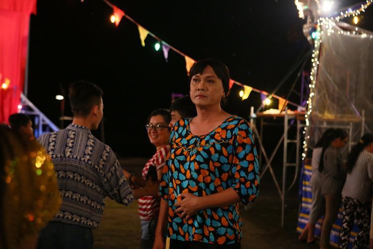 NSƯT trong vai diễn Lệ Liễu - bà chủ gáng lô tô Phù Hoa.