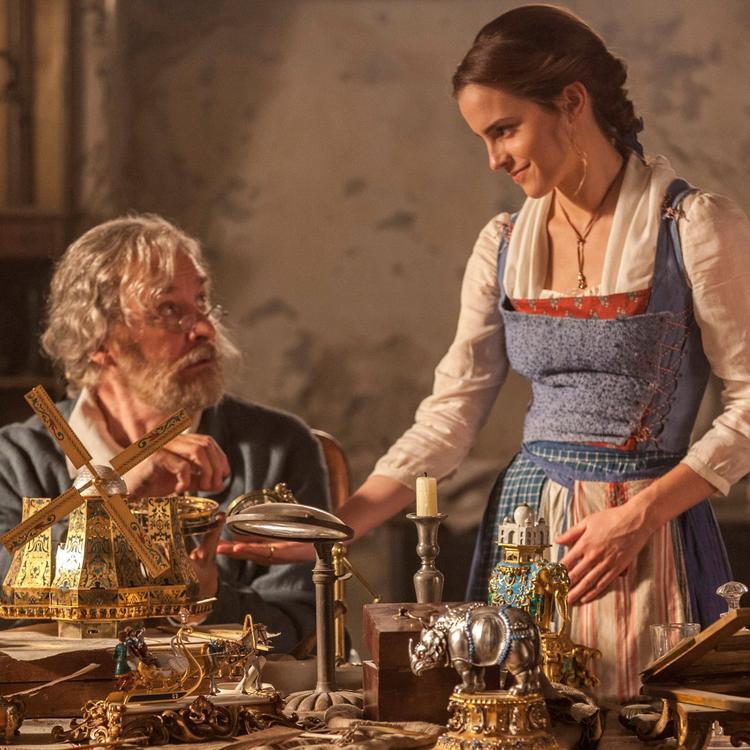 Emma Watson bị cho là không giống với những tưởng tượng về nhân vật người đóng của Belle.