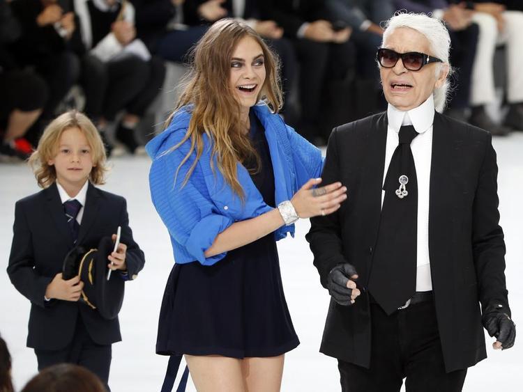 Đồng thời cũng là nàng thơ của giám đốc sáng tạo thương hiệu Chanel .