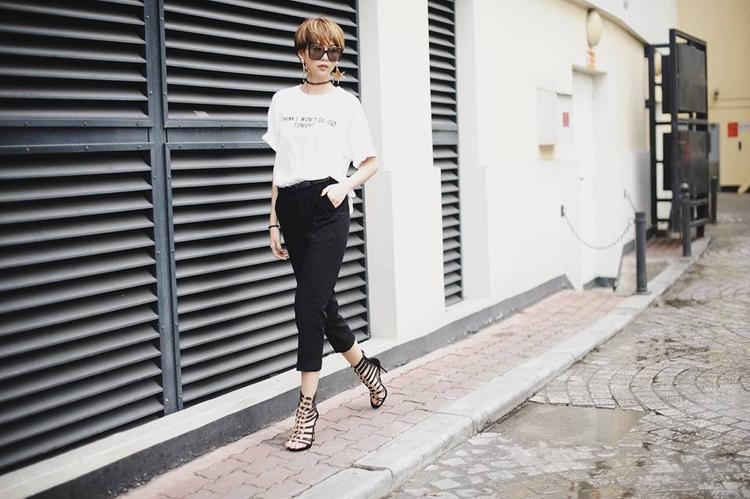 Phương Anh hút mắt trên phố với style đơn giản nhưng đẹp miễn chê.