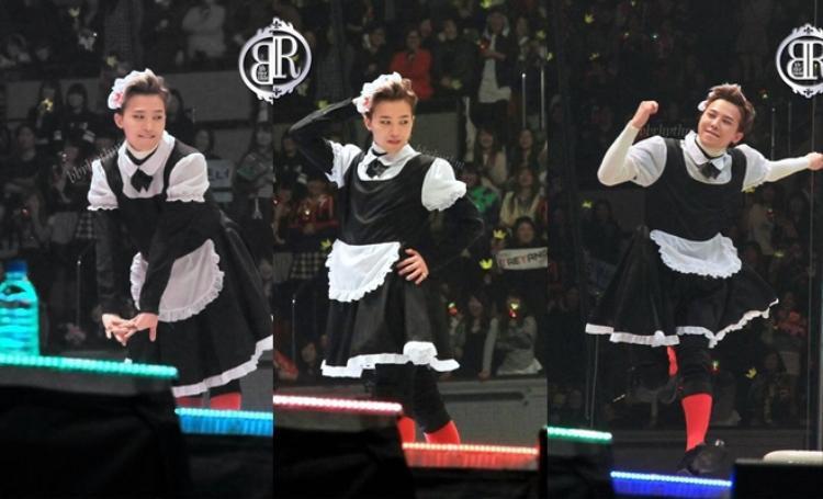 Hình ảnh GD trong bộ đồ hầu gái nhắng nhít trên sân khấu.