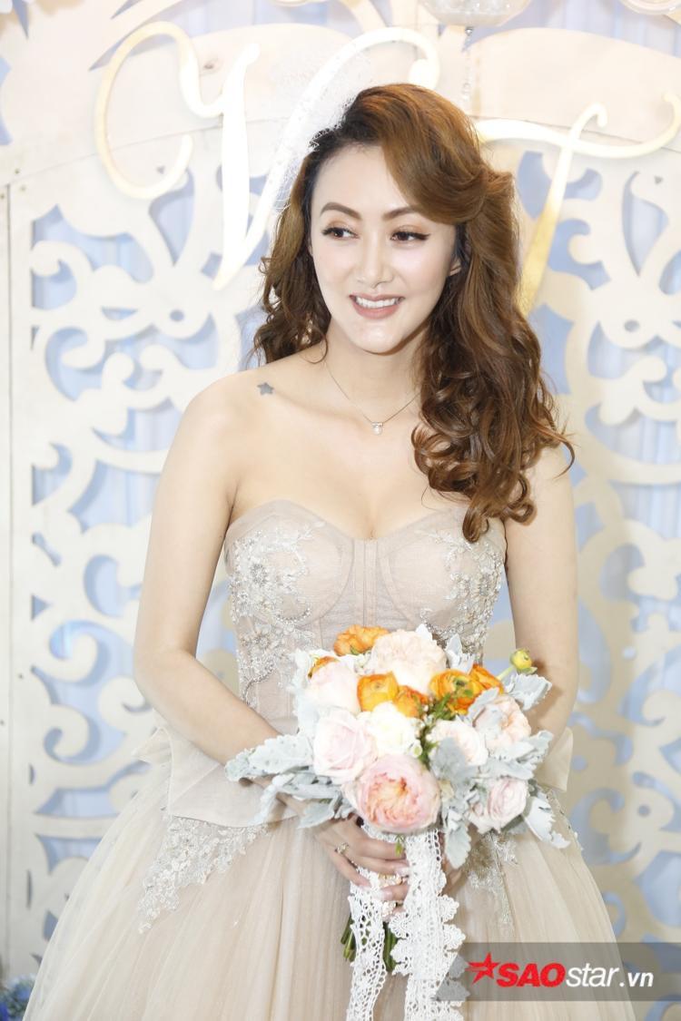 Bà xã Mai Quốc Việt rất xinh đẹp.