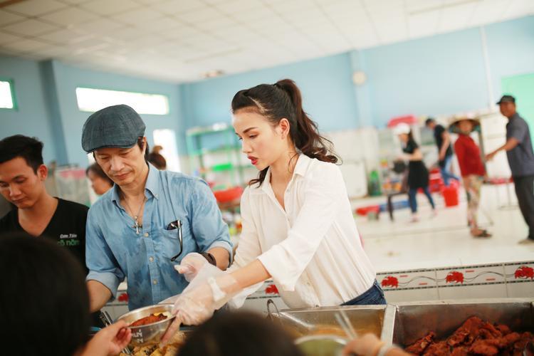 Kể từ ngày kết hôn, cặp đôi luôn gắn bó với nhau trong công việc và các hoạt động xã hội. Trước đó, hai vợ chồng đã từng đến thăm người già neo đơn và trẻ em kém may mắn tại Huế, Thái Nguyên, Hà Nội, Long An,…