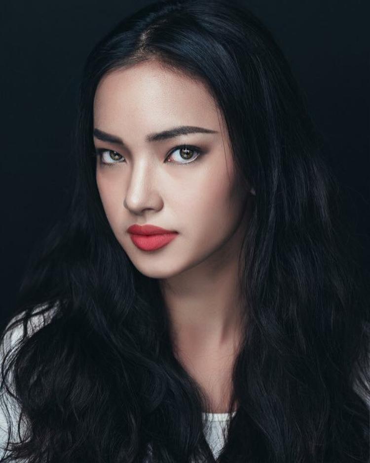 """#2. Bùi Thái Bảo Châu: Có vẻ như Châu Bùi đã không còn xa lạ với giới trẻ cũng như cộng đồng fashionista chính hiệu. Sở hữu thân hình bé nhỏ, song cô nàng sinh năm 1997 lại may mắn sở hữu thần thái gợi cảm và vẻ sexy khó cưỡng. Sau vài năm thể hiện mình ở lĩnh vực thời trang, Châu Bùi đã được mệnh danh """"model trẻ tuổi có thể hạ gục mọi ánh nhìn""""."""