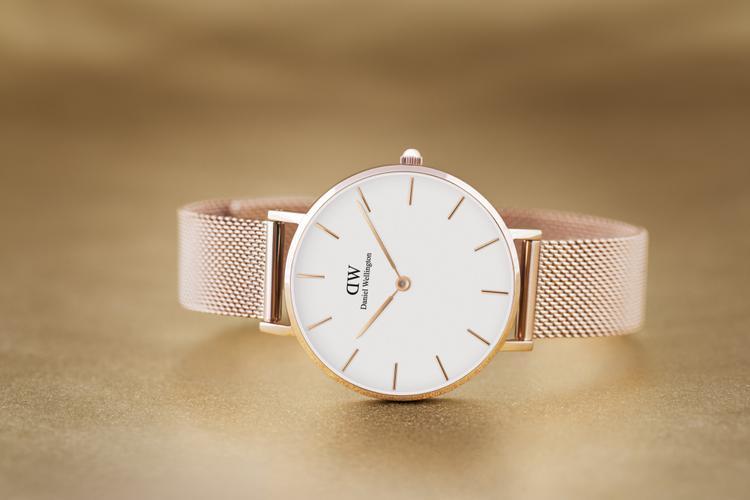 Đúng như tên gọi của nó, các thiết kế đồng hồ đều thể hiện rõ sự nữ tính, không quên yếu tố tinh tế, đơn giản.