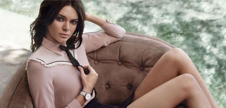 Bên cạnh sự mạnh mẽ, Kendall cũng thể hiện hình ảnh mềm mại, nữ tính trong concept quảng cáo.