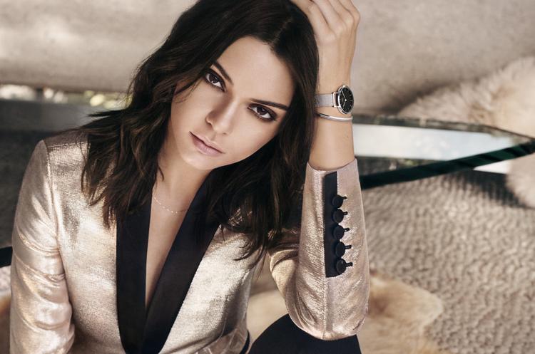 """Kendall cuốn hút lạnh lùng, sang chảnh trong photoshoot quảng cáo cho đồng hồ của Daniel Wellington. Cô nàng trưởng thành và """"men lỳ"""" trong bộ vest - item hiện thân của phong cách thời trang menswear."""