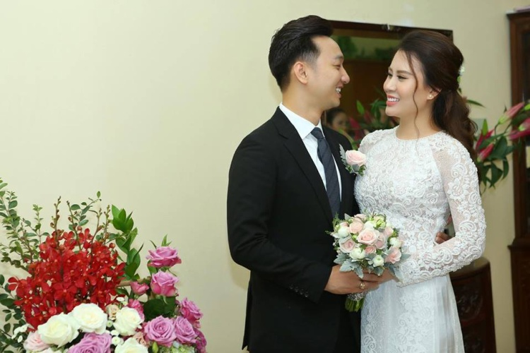 Hai vợ chồng nam MC đang tất bật chuẩn bị cho hôn lễ.