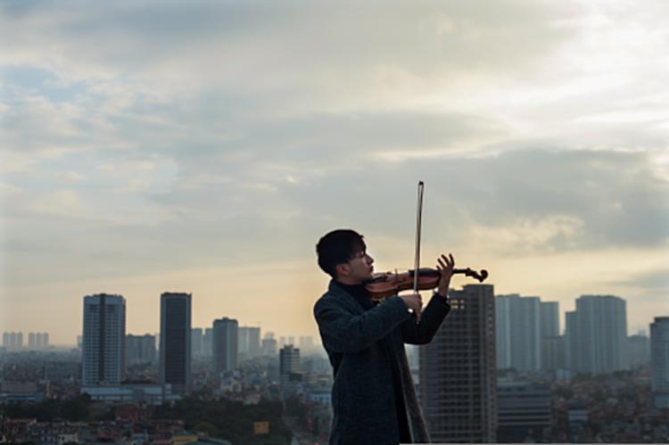 Nghệ sĩ violin Hoàng Rob: Sau Hừng đông là nắng lên và giương buồm!