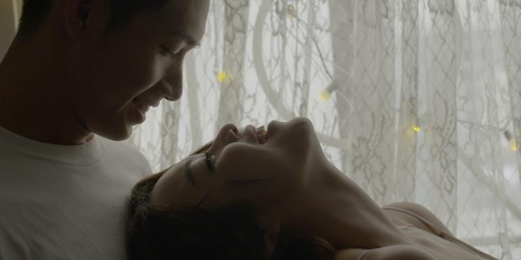 MV là những khoảnh khắc đầy ngọt ngào giữa đôi tình nhân.