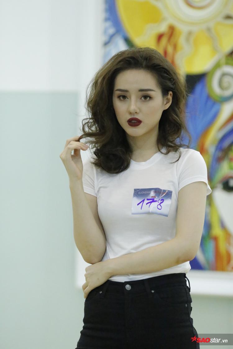 Khánh Linh.