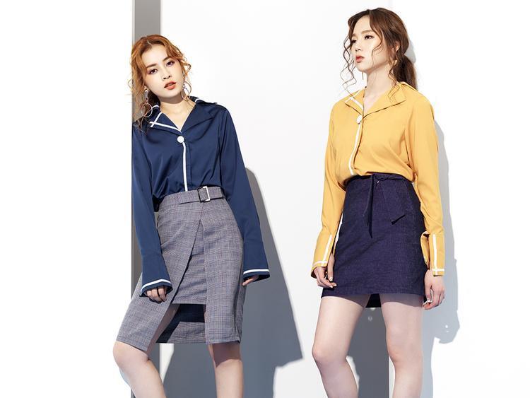 Các cô gái có thể kết hợp một bộ thật trendy thế này dạo phố hoặc đến công sở. Áo sơ mi tay loe mang đến sự tinh tế trưởng thành kết hợp cùng chân váy tôn dáng.