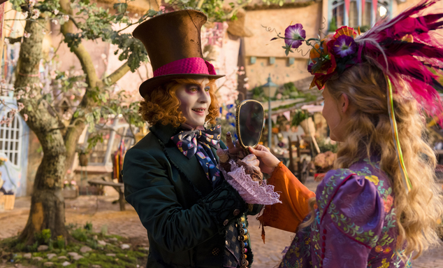 Một cảnh trong Alice Through the Looking Glass.