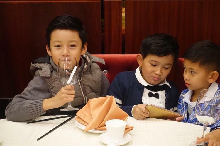 Không thể nhận ra sự thay đổi ngỡ ngàng của nhóc tì nhà sao Việt