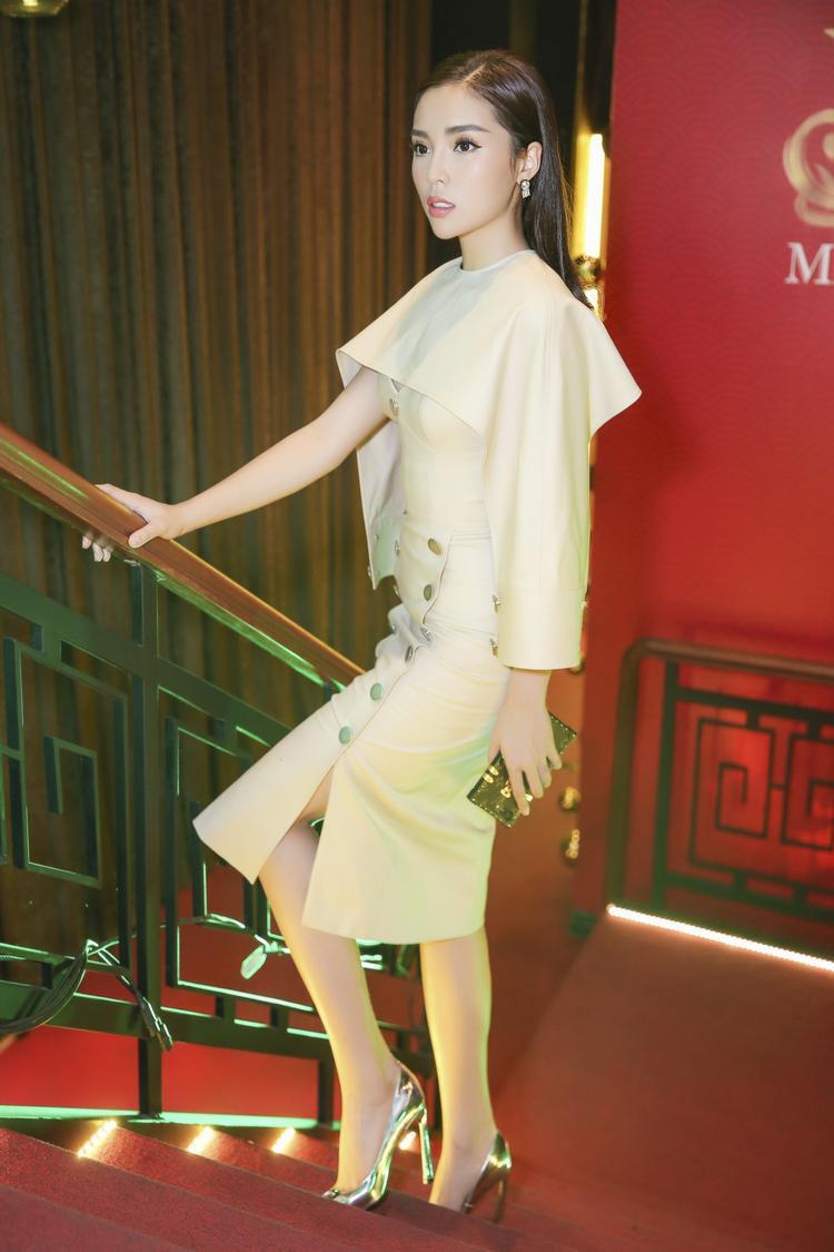 Tại sự kiện, Kỳ Duyên diện trang phục thanh lịch nhưng không kém phần tinh tế của NTK Lâm Gia Khang.