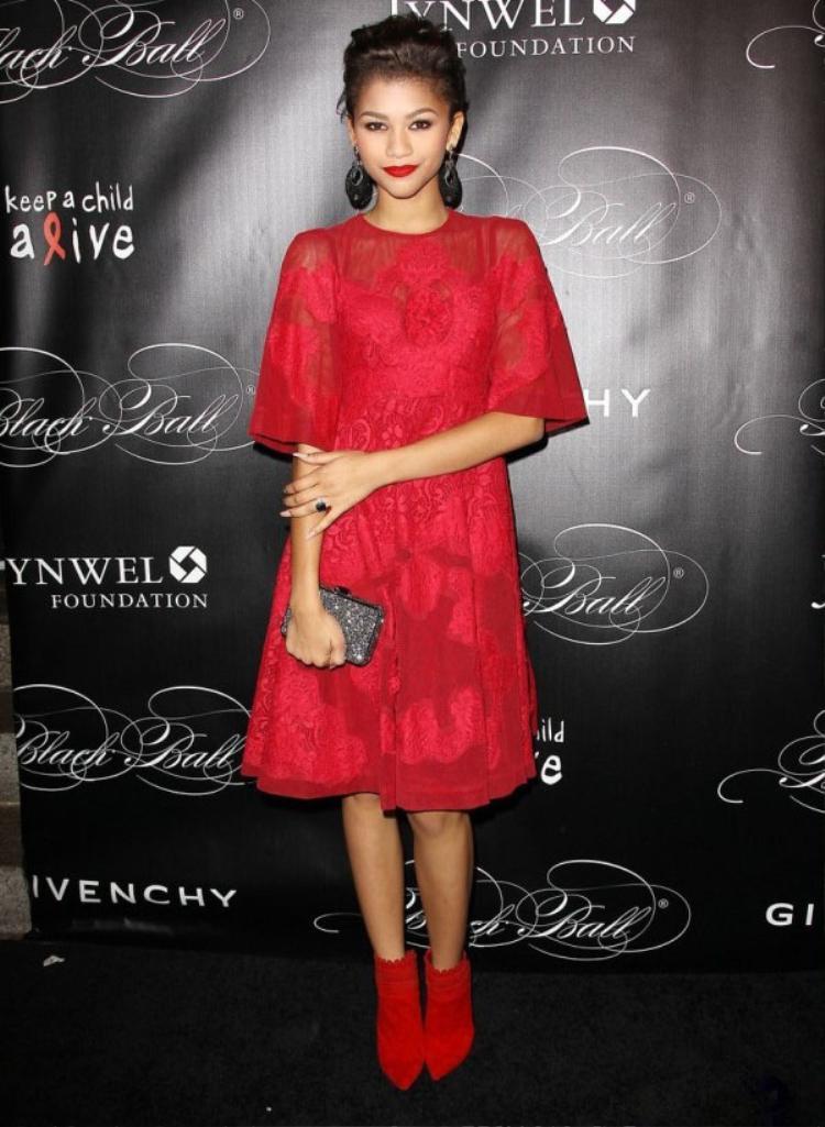 Zendaya  công chúa sành điệu nhất Disney: Mặc váy ngủ rẻ như bèo, tỏa sáng trên thảm đỏ