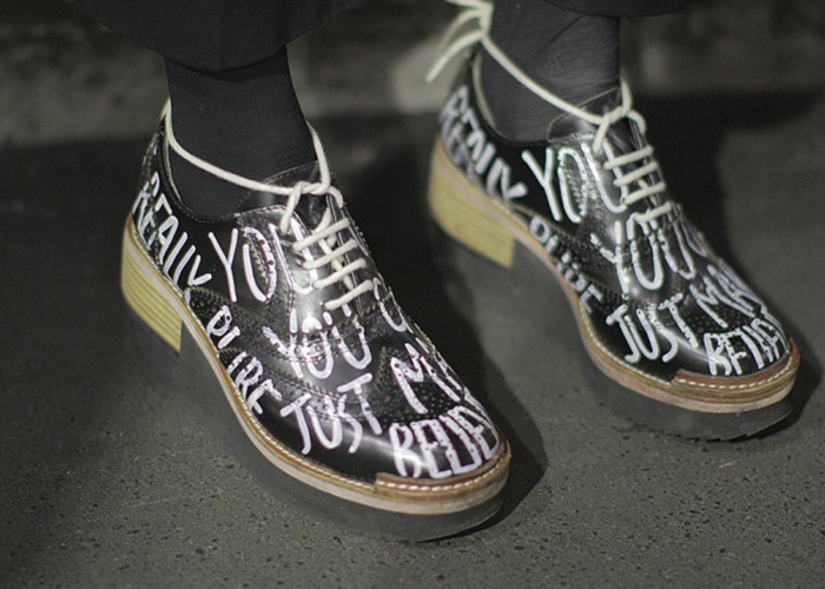 Cách buộc giày cũng rất sáng tạo